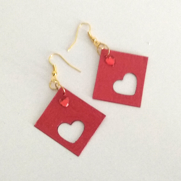 Boucles carrees rouge coeur