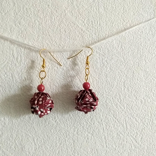 Boucles rondes rouges origami